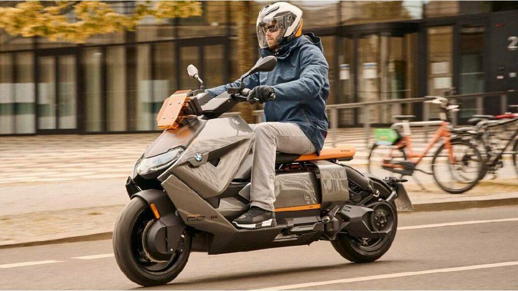 كشفت BMW عن احدث سكوتر كهربائي بسرعة تصل إلى 128 كم.. تعرف عليه