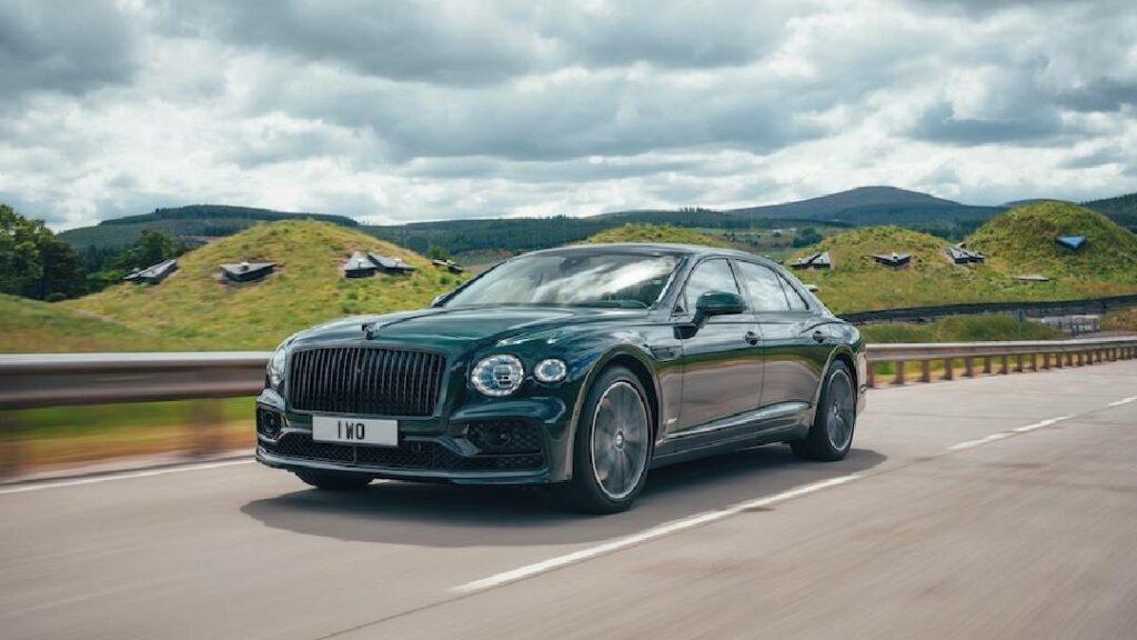 أجدد سيارة Hybrid تقدمها شركة Bentley البريطانية لموديل 2022