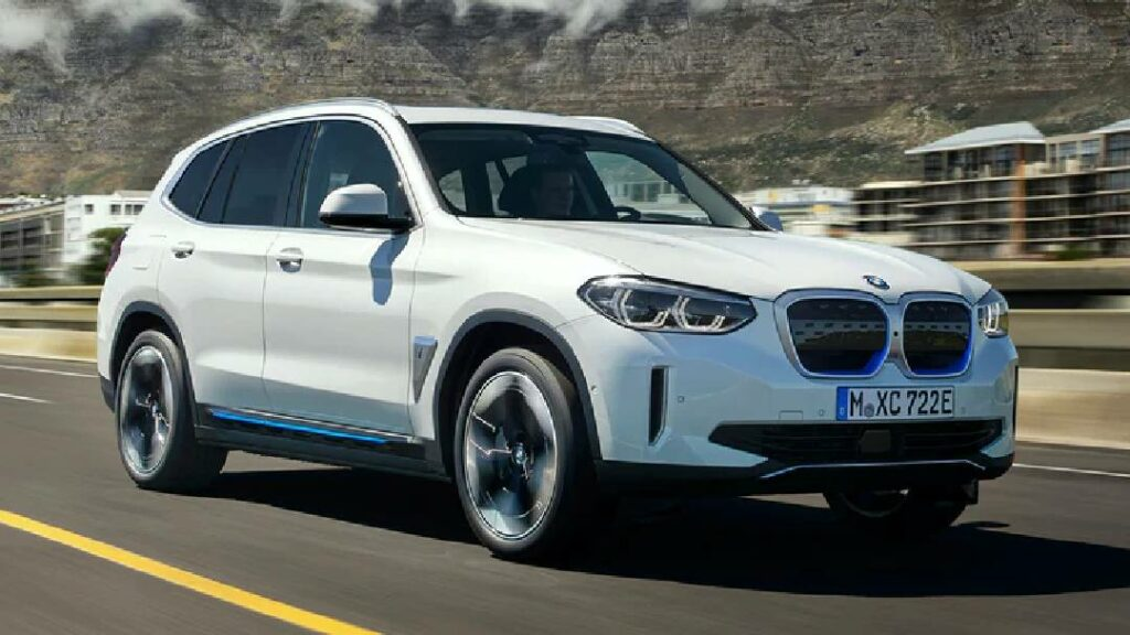تعتمد على وجود دواسة بنزين فقط ..  المذهلة BMW iX3 الكهربائية
