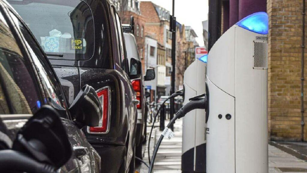 مصلحة الجمارك توضح القيمة الجمركية للسيارات الـ Hybrid والكهربائية غير الأوروبية