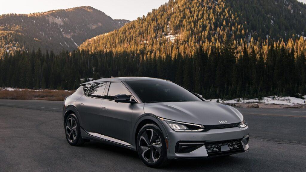 كيا تقتحم سباق السيارات الكهربائية بطراز EV6 الجديد