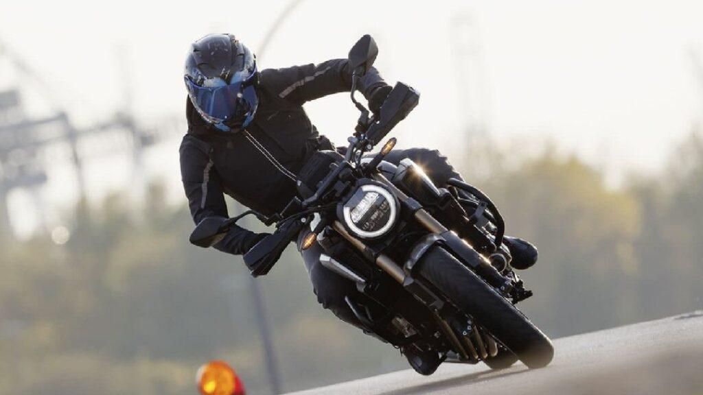 اختيارك لملابسك قد ينقذ حياتك .. تعرف على الملابس المناسبة لقائدي الدراجات النارية