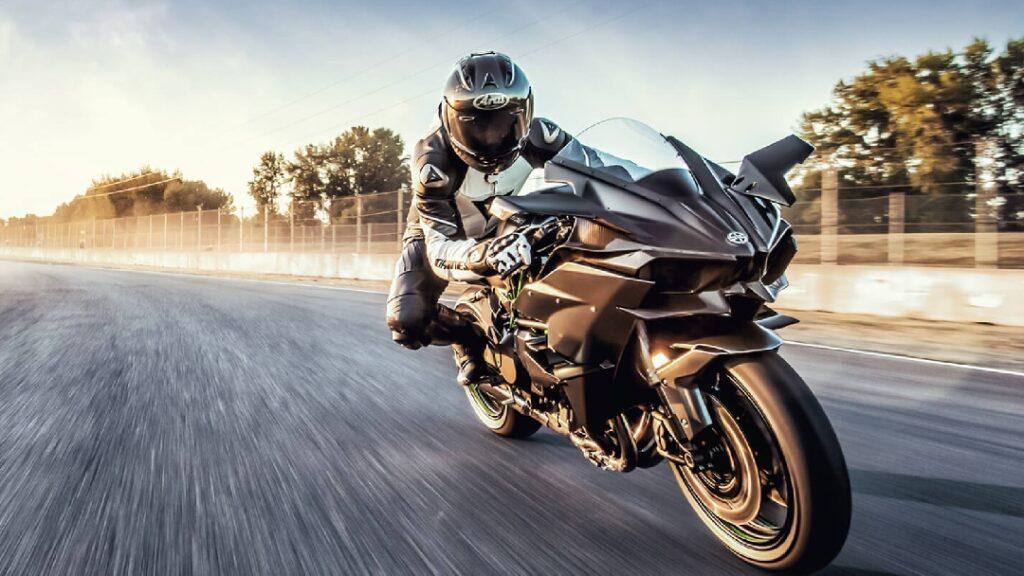 لعشاق السرعة .. أسرع 10 دراجات نارية في الأسواق في 2021