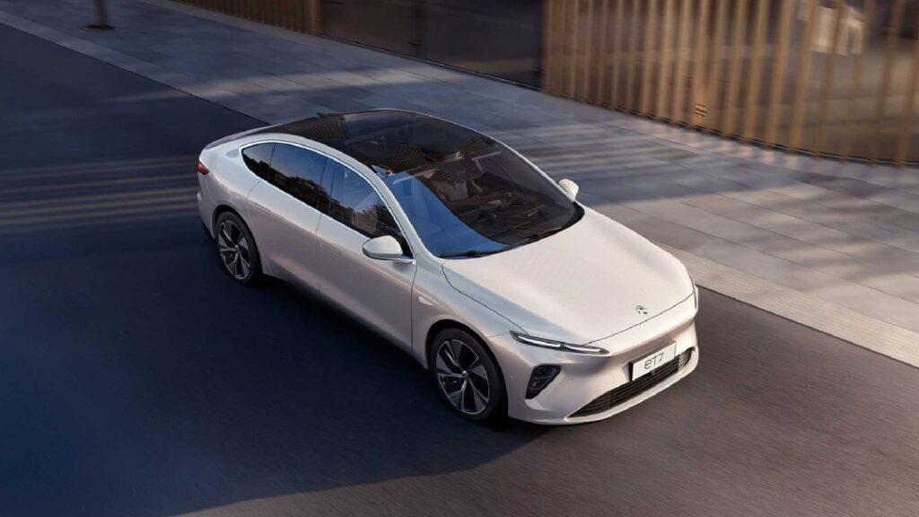 شركة نيو تشعل المنافسة مع أقوى سيارات تسلا بطراز كهربائي جديد