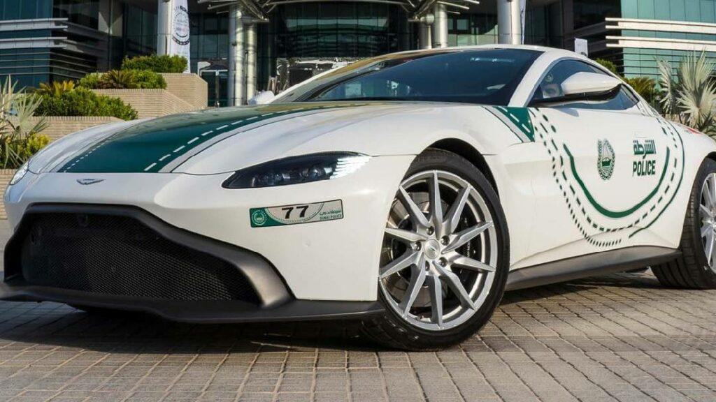 وحش جديد يتألق وسط أسطول سيارات شرطة دبي .. تعرف عليه